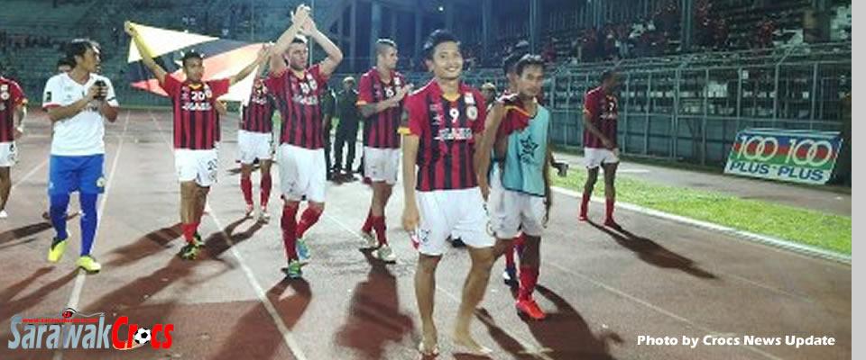 Sarawak players walk around the stadium after nailing  Betaria FC 7-0.  Photo by Crocs News Update.