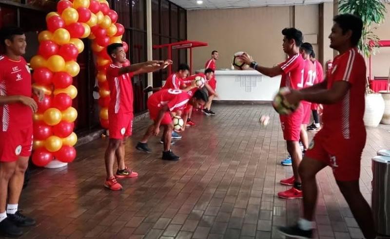 Sesi latihan pasukan Sarawak FA